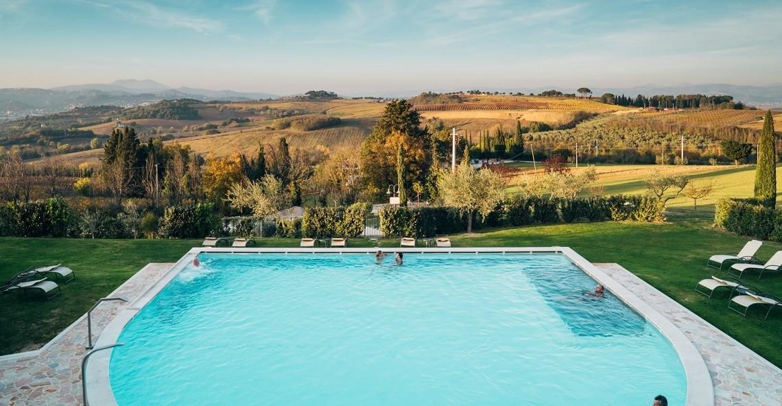 viaggi preziosi borgobrufa piscina esterna 2 min1