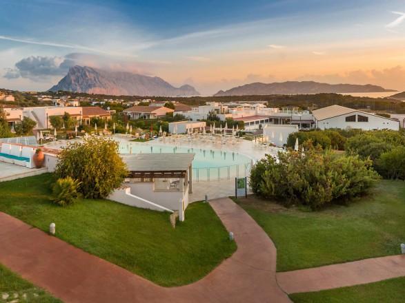 Viaggi Preziosi hotel grande baia san teodoro sardegna resort con piscina 1 2