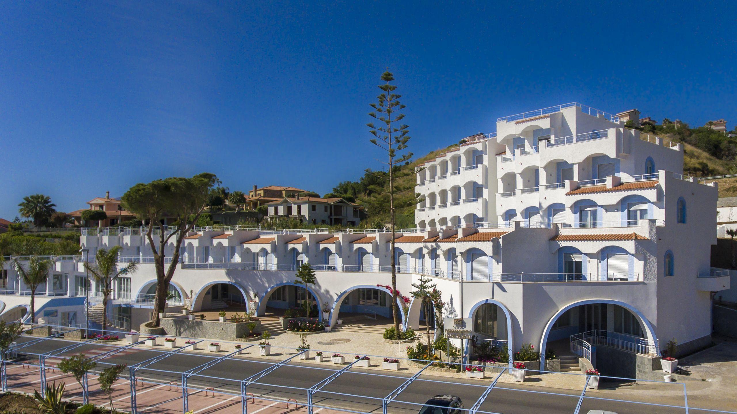 Read more about the article Hotel Ferretti