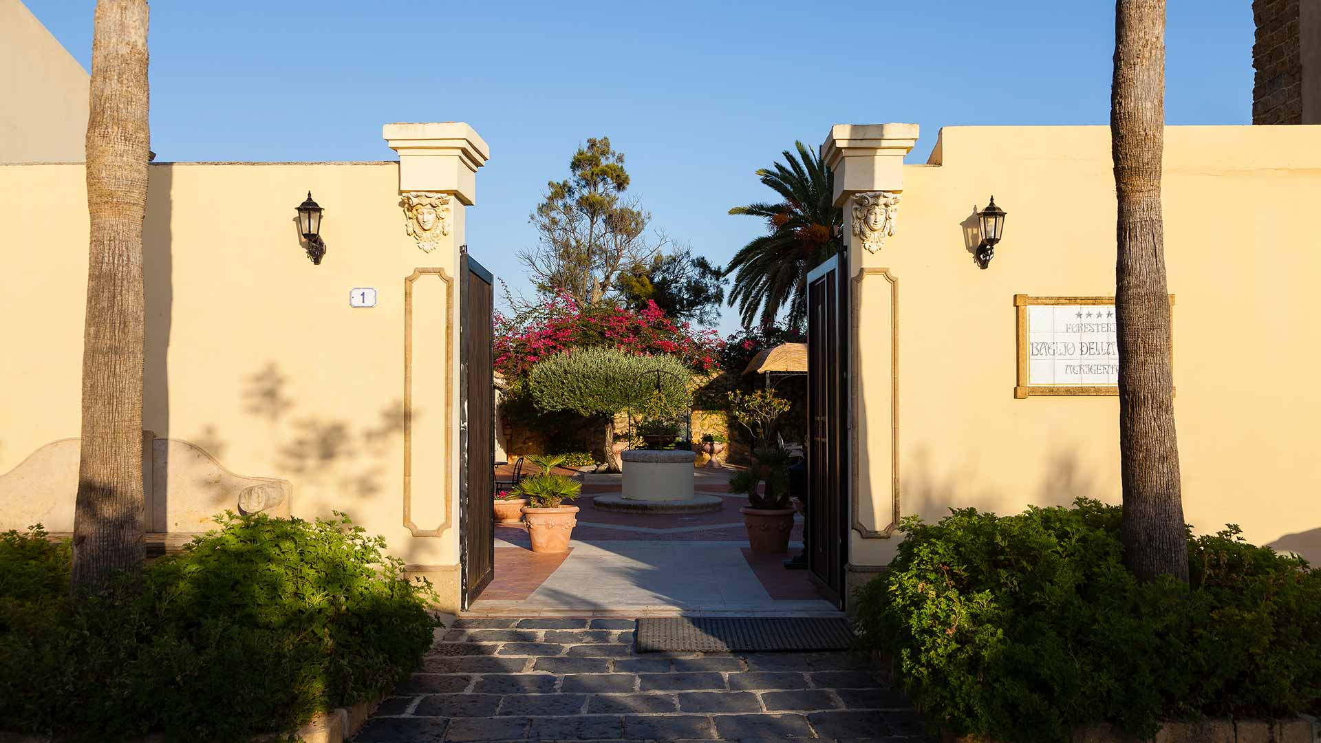 Read more about the article Hotel Foresteria Baglio della Luna